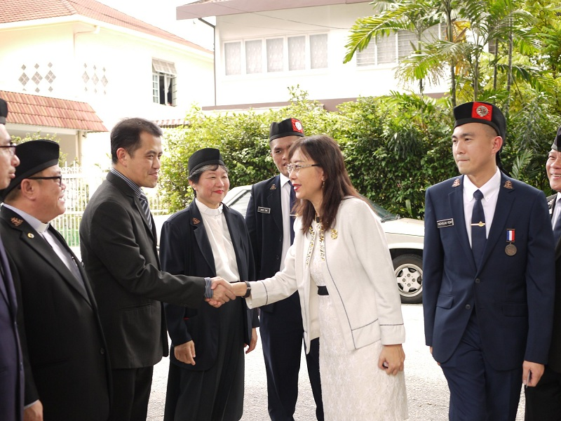 YB Teresa Kok shaking hands with the delegates